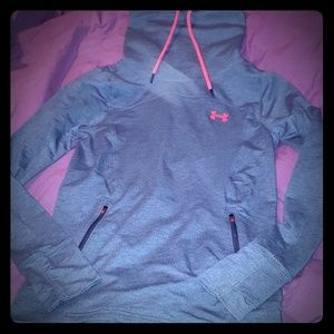 Under Armour Women's pull over xs